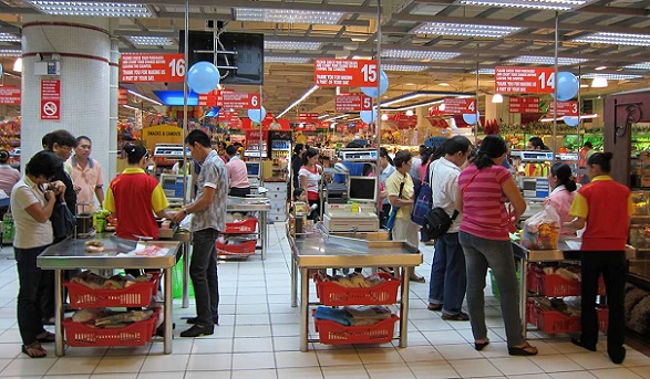 Filipinos are cutting back on groceries, to eat in fast food restaurants or buy meals sold in convenience stores