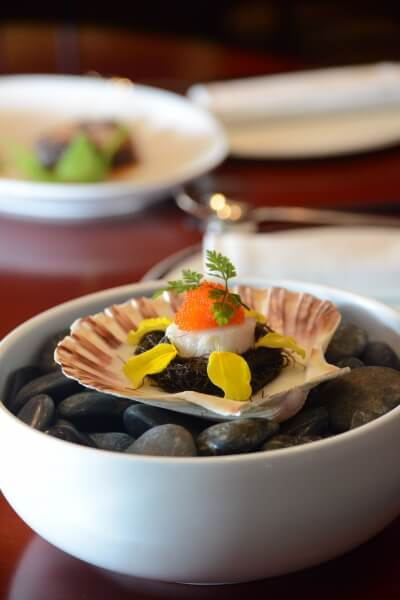 Steamed Scallop with Egg White & Black Moss